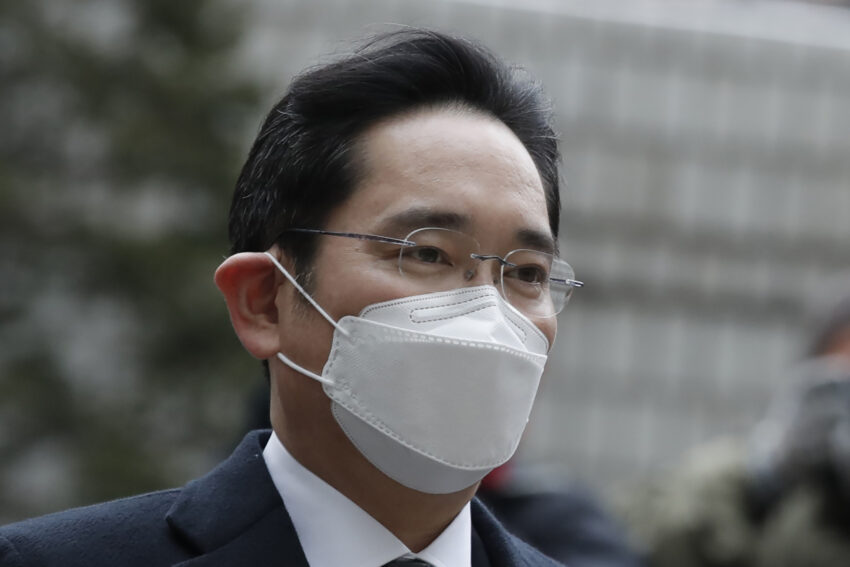 Un tribunal coreano condena a Samsung a prisión por corrupción.