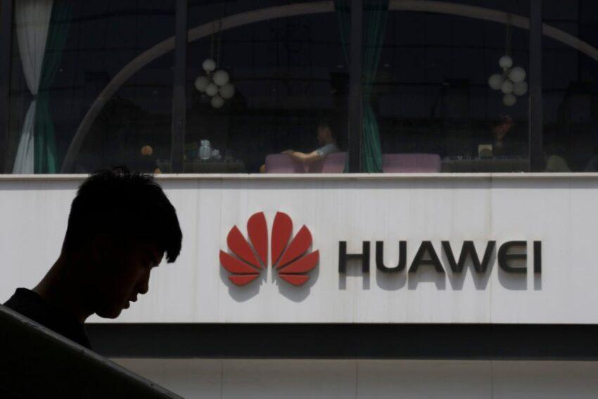 La agencia lituana advierte contra el uso de teléfonos fabricados en China